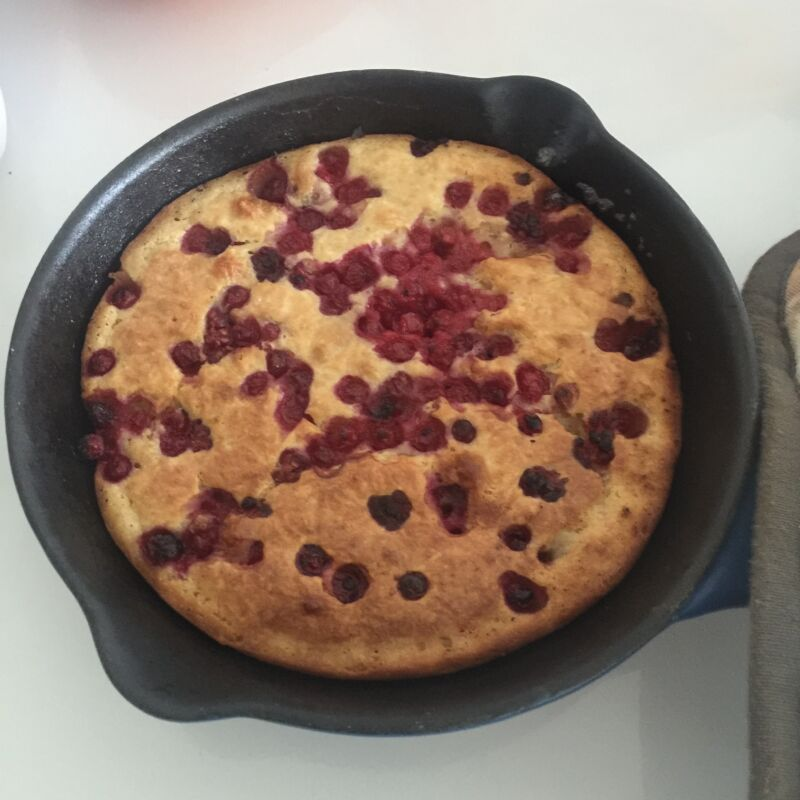 Baked pancake recipe perfect for baby led weaning (BLW). This delicious and easy baked pancake recipe doesn't contain any added salt or sugar.