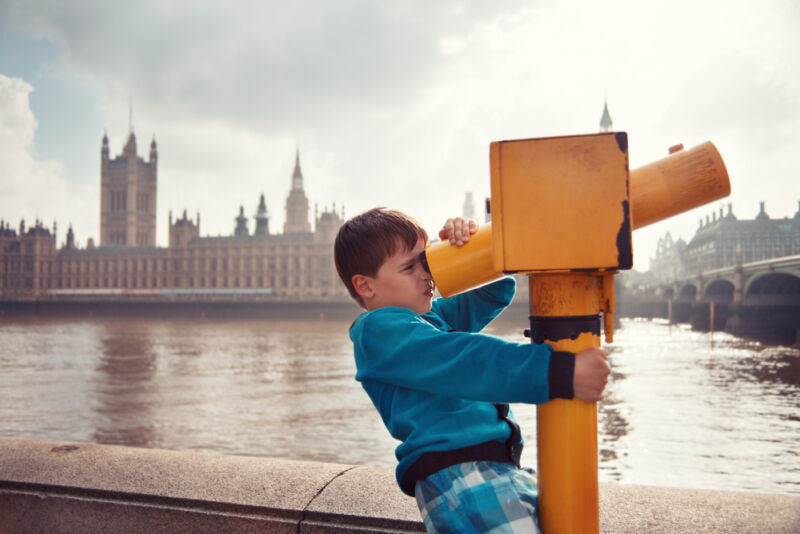 How to Travel Around London Safely with Children