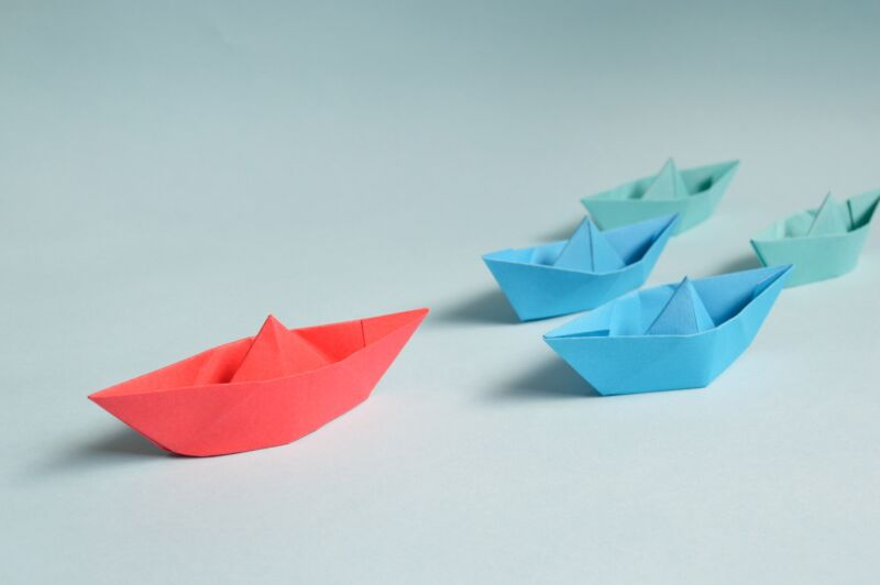 one red and two blue paper boats