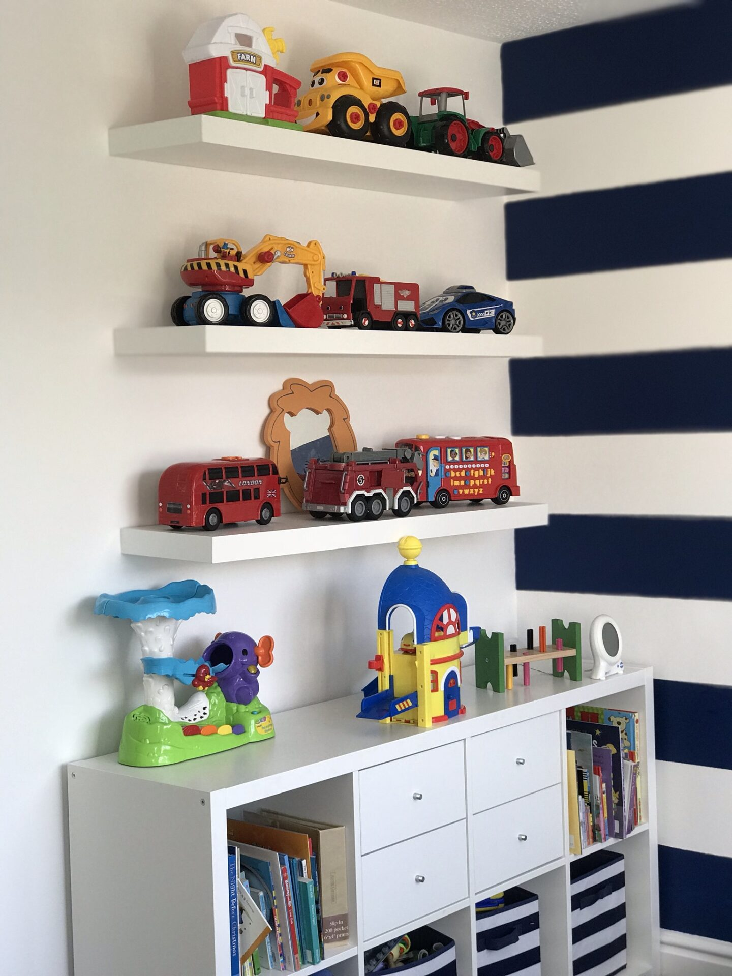 Nautical themed toddler bedroom showing