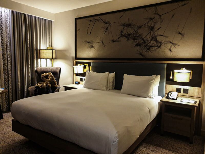 The bed and room at Doubletree by Hilton Hull