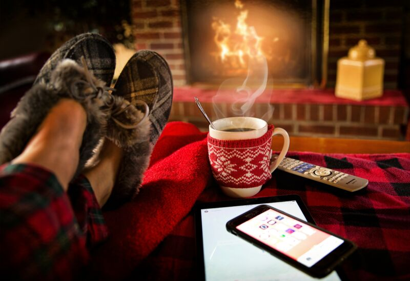 5 Ways to Cozy Up Your Lounge this Winter