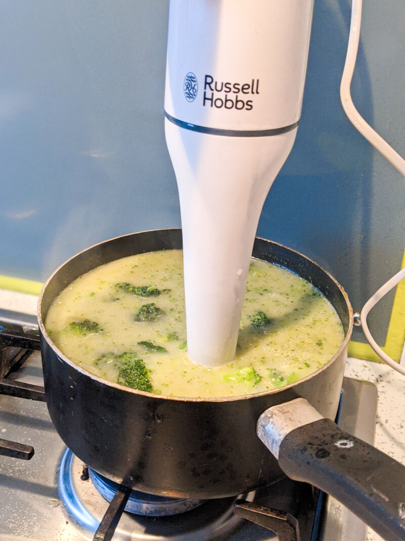 Using the Russell Hobbs blender to create the broccoli soup for babies