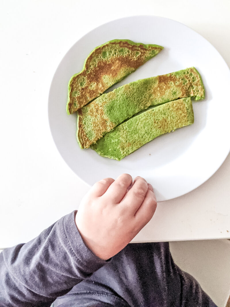 felix and the banana and spinach pancakes